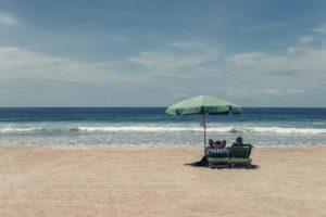 spiaggia con ombrellone