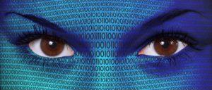 primo piano su occhi e codice digitale