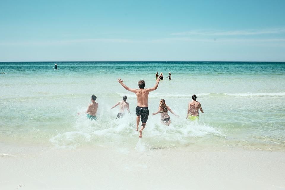 ragazzi al mare