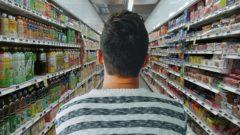 Sale l'andamento dei prezzi dei beni al consumo