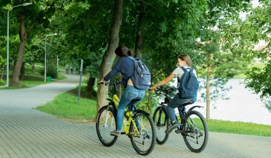 In bici solo un italiano su dieci, a piedi meno della metà. I dati ISS sulla mobilità attiva