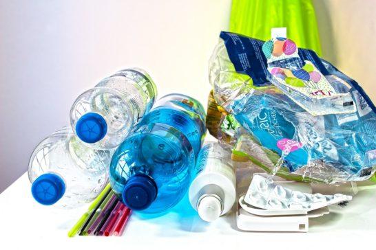 Imballaggi in plastica, in Ue riciclato oltre il 40%. Ma non basta