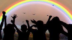 bambini e arcobaleno