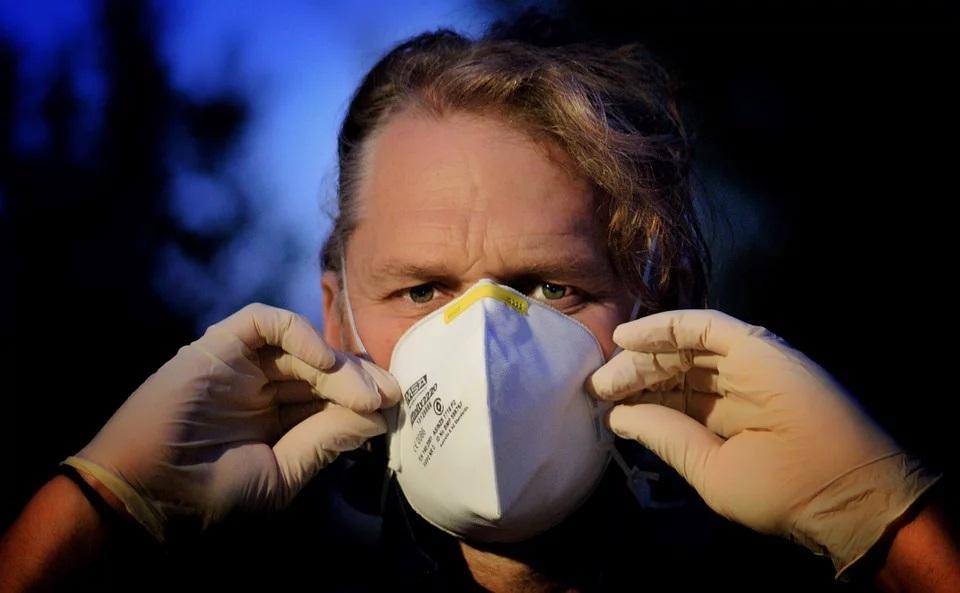 maschera corna virus