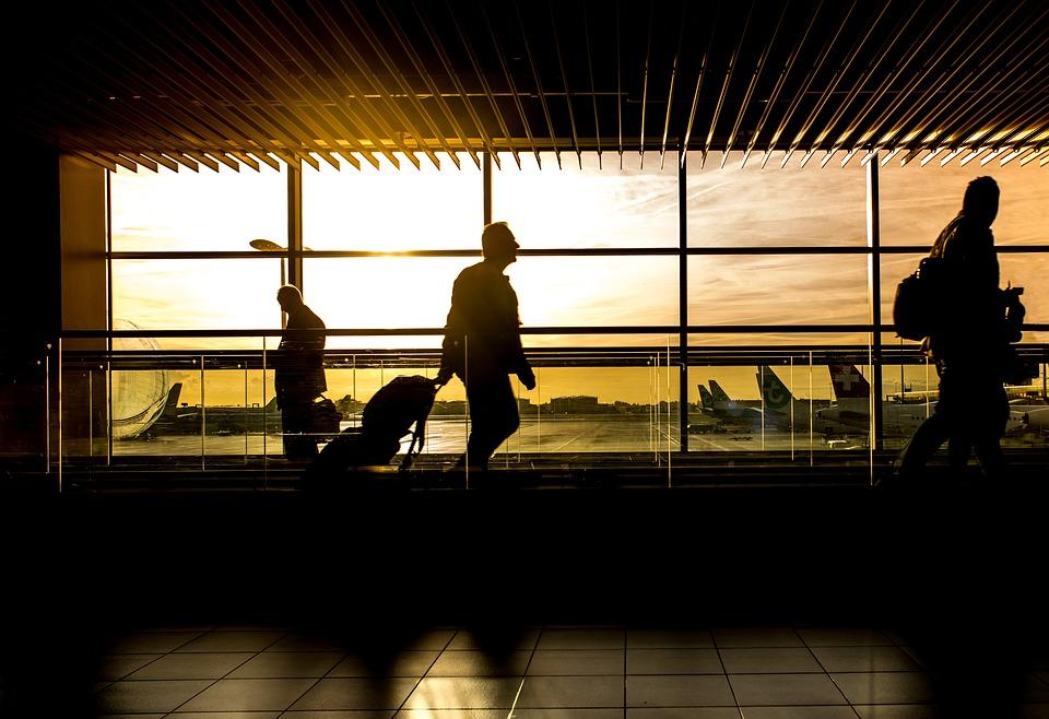 Stop all'uso delle cappelliere a bordo degli aerei