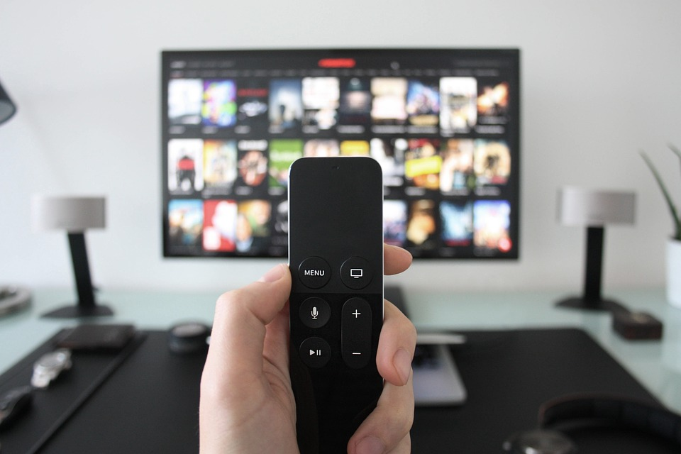 Pay Tv pirata, oscurati oltre 5.500 siti illegali di live streaming e canali Telegram