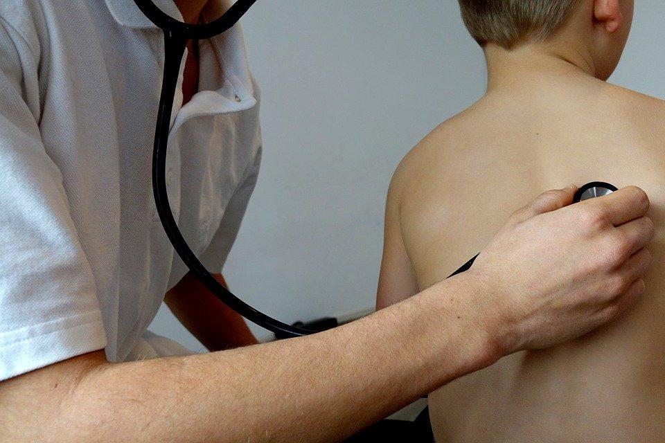 Pediatri: le difficoltà di bambin e ragazzi e il covid