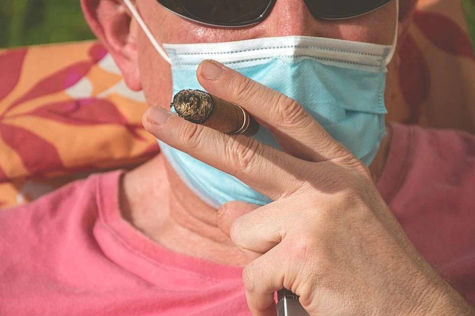 fumatore in quarantena