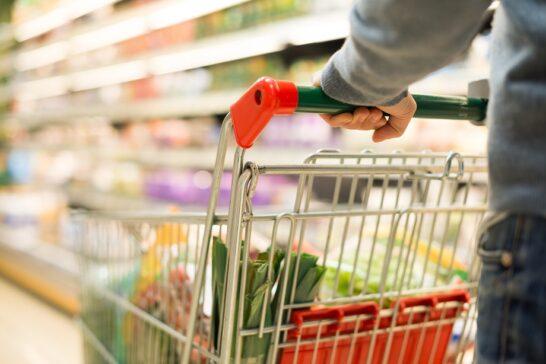 """Sale la fiducia dei consumatori. Le associazioni: """"effetto Draghi"""""""