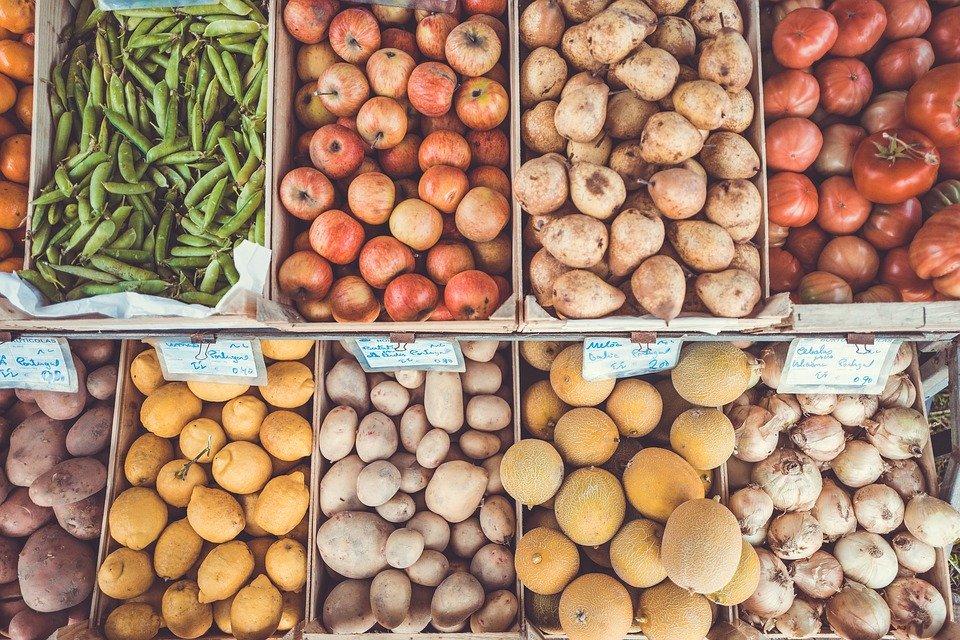 Uno studio accerta la presenza di microplastiche in frutta e verdura