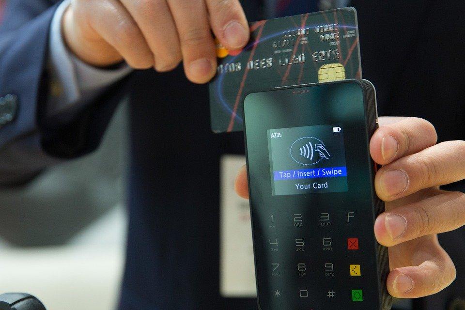 Pagamenti digitali, la guida di Altroconsumo