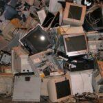 Rifiuti elettronici, la Commissione UE propone un caricabatteria standardizzato per i dispositivi