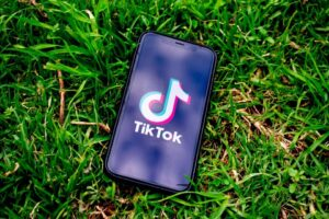 TikTok, Garante Privacy dispone blocco del social
