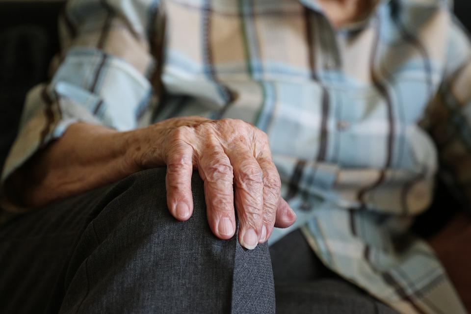 Strutture per anziani, Nas: 87 operatori senza vaccinazione anti Covid