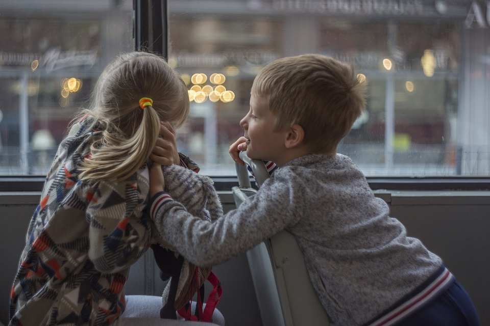 bambini sul bus