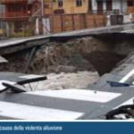 Crollo del ponte a Gaby (AO) a causa della violenta alluvione (Fonte: Legambiente)