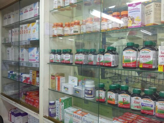 Le farmacie in pandemia, punto di riferimento dei cittadini ma i problemi non sono mancati