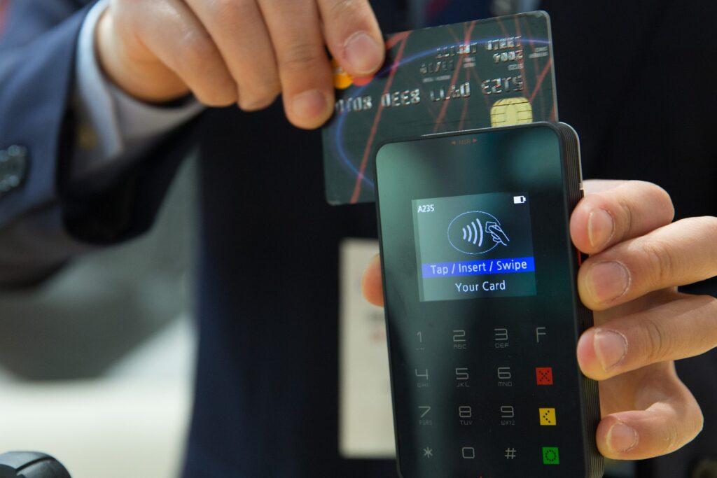 Cashback di Natale, rimborsi per oltre 222 milioni di euro. Consumatori segnalano transazioni non registrate