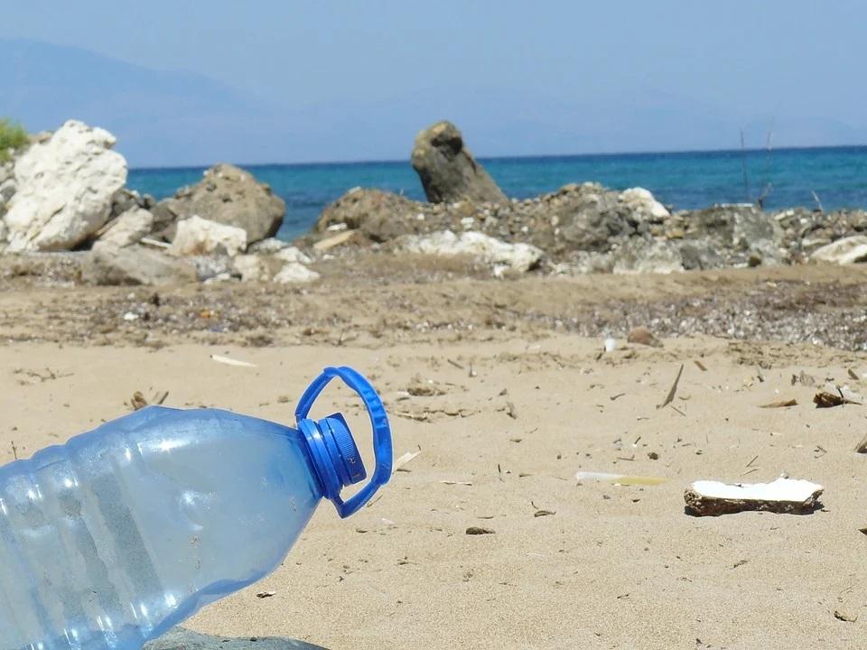 plastica sulla spiaggia